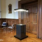Museumsvitrine MK Museum geht zur Universität