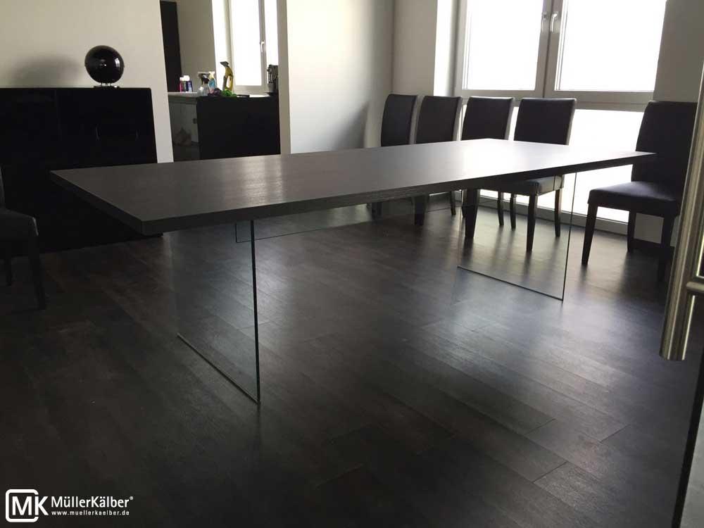MK-Tisch-mit-Glasfuss-03