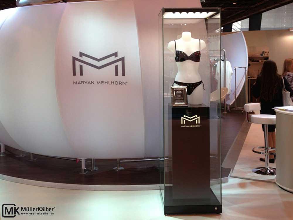 MK_Vitrine_mit_Innensockel_Marian-Mehlhorn