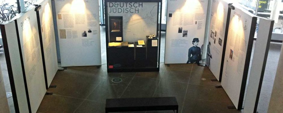 Museumsvitrine Leo Baeck Institute Wanderausstellung, LED-Beleuchtung