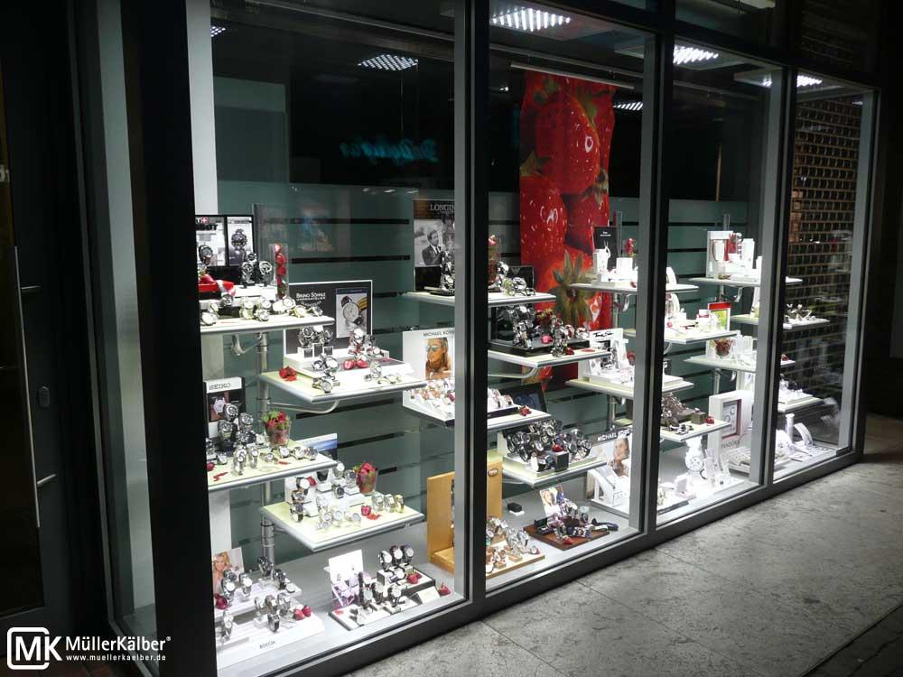 MK OptiLight Window im Schaufenster von Juwelen Uhren Optik Weiss